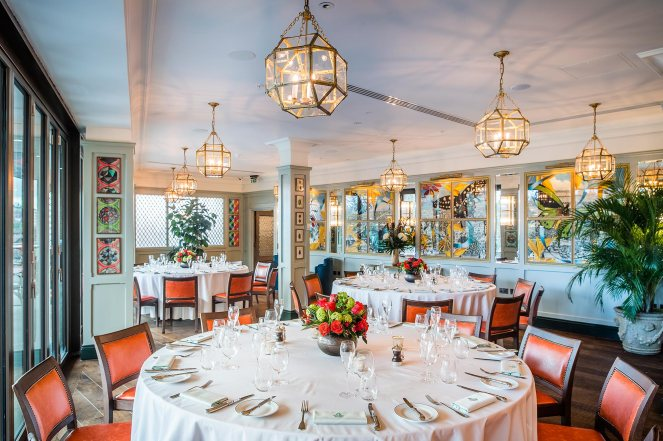 The-Looking-Glass-Room-at-The-Ivy-Castle-View-Round-tables-set-up-4